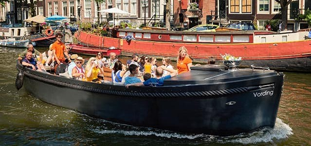 Sloep Vording in de gracht