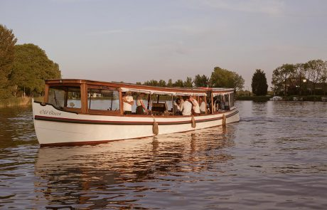 Salonboat Old Queen huren 2