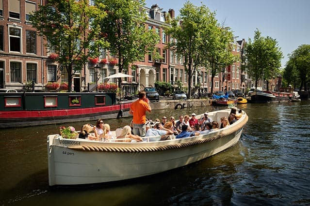 Sloep Apsara in de gracht